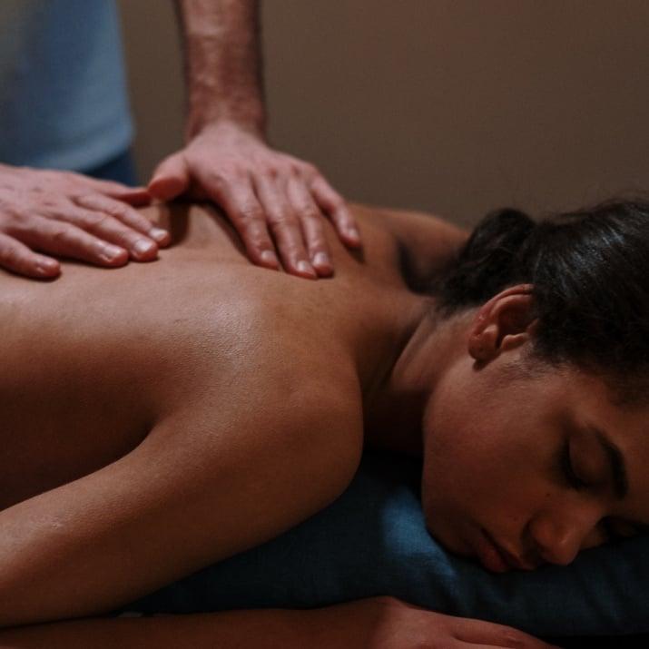 Курс по масаж с вулканични камъни
